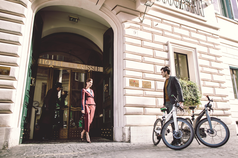 Vivre Rome en version écolochic grâce au Smart eBike et à l'Hôtel de Russie