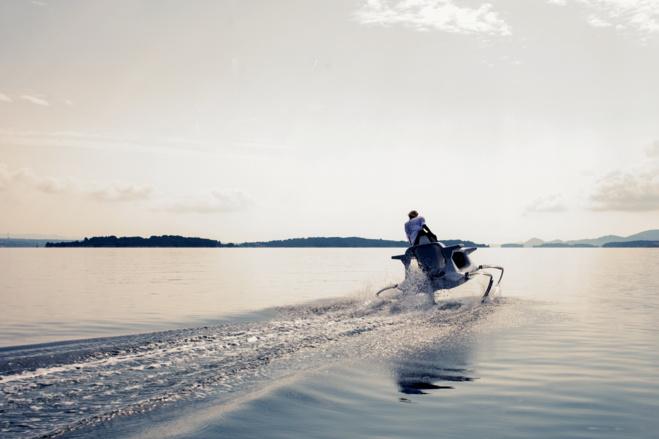 Quadrofoil : mi jet-ski mi bateau, l'hydroptère tout-électrique glisse enfin sur les flots