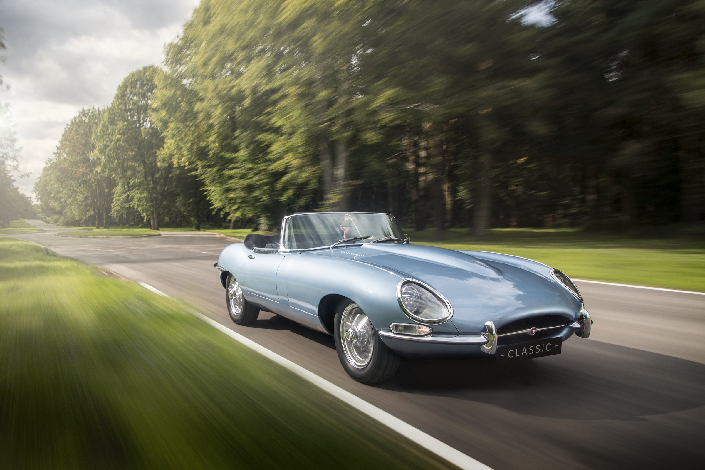 Jaguar dévoile une Type-E équipée d'un moteur électrique